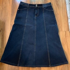 Bandolinoblu denim skirt. Size 12
